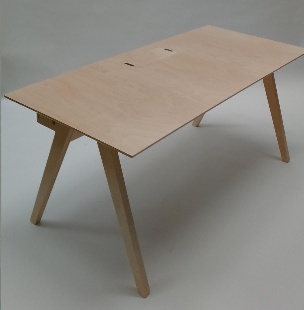 Tapa centrada en la cubierta de la mesa