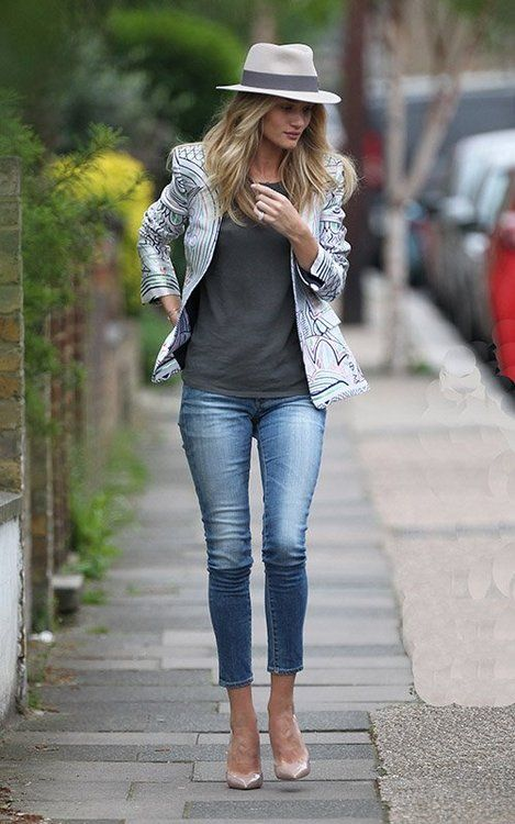 One of our favorite supermodels Rosie Huntington-Whiteley spotted super chic in skinny denim, a blazer and fedora. This is a fun look for fall, get this look below!