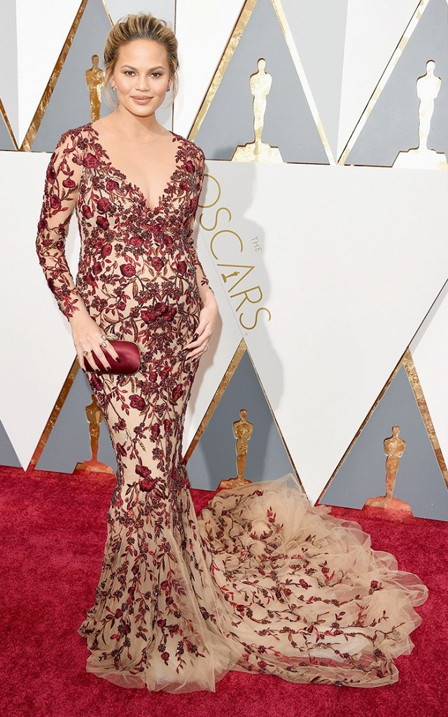 the-oscars-red-carpet-looks-everyone-is-talking-about-1677234-1456707182.640x0c.jpg