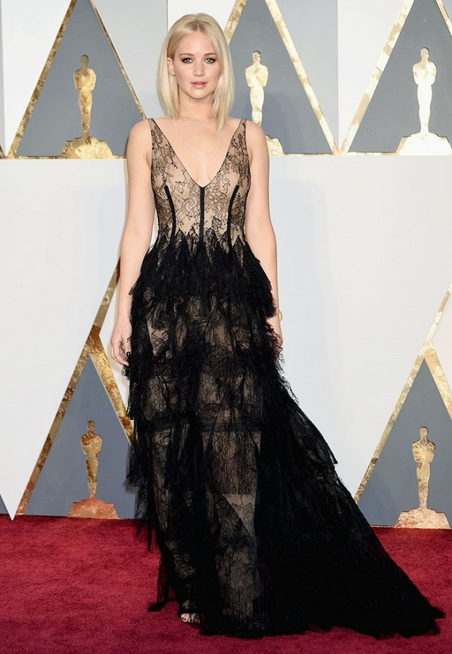 the-oscars-red-carpet-looks-everyone-is-talking-about-1677302-1456710537.640x0c.jpg