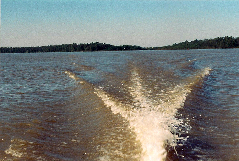 boatwaves.jpg