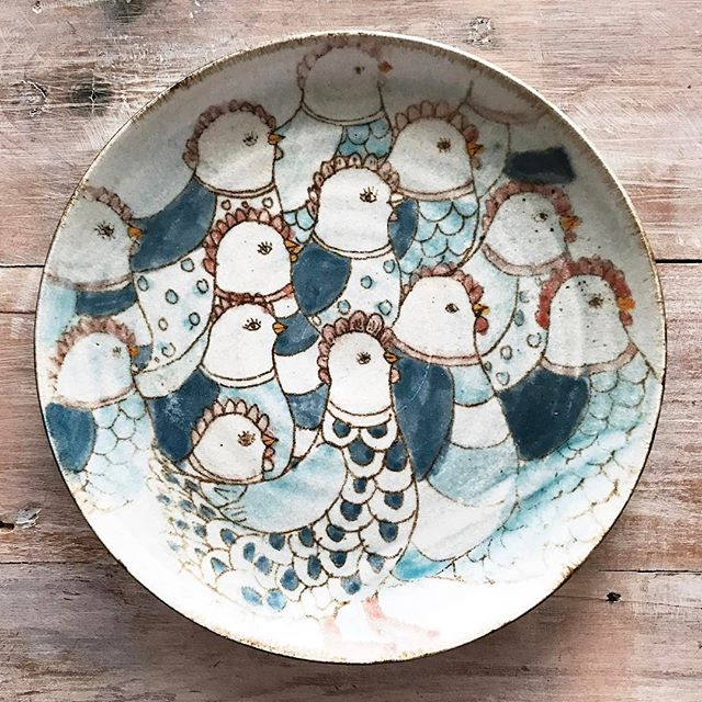 Artist appreciation:  We visited Brunswick Heads for the first time yesterday and stumbled upon @lucyvanstoneceramics studio.  As soon as we saw this piece we fell in love with it.  Lucy has such a lovely little space and was kind enough to show us her studio.  Always amazed at the kindness of other ceramicists 😊