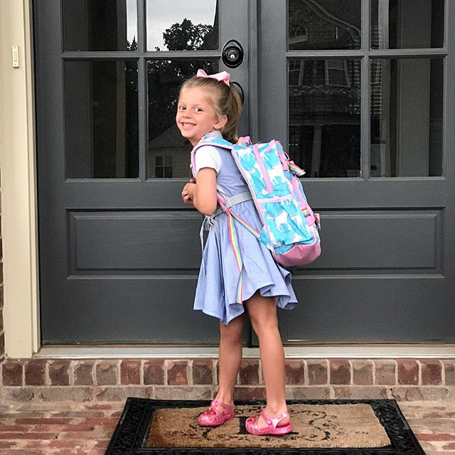 Who is up for some fake smiling?! 👋😬 #firstdayofschool #kindergarten #soooquiet 🌈🦄✌️✌️✌️
