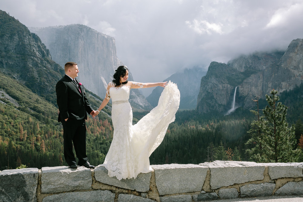 Adventerous Bride and Groom's Portraits at Yosemite National Par