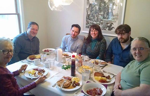 Christmas brunch with my family. Merry Christmas everyone! #christmas2018🎄 #happychristmas #Godwithus
