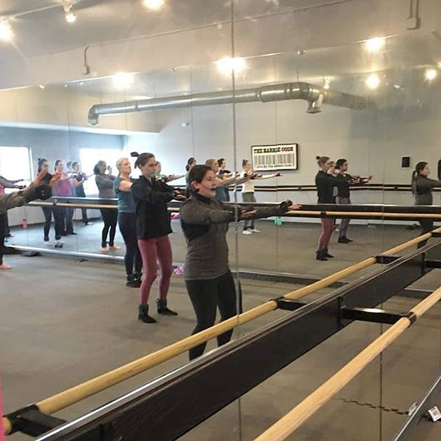 Teaching to a packed noon class yesterday, everyone is getting their challenge stamps in for #resolutionremix2019 ! So proud of all my barre babes starting this new year off the right way, my students inspire ME every day to make the mind-body connection and do one more rep, one more hold! Thanks all for the community you contribute to #thebarrecode