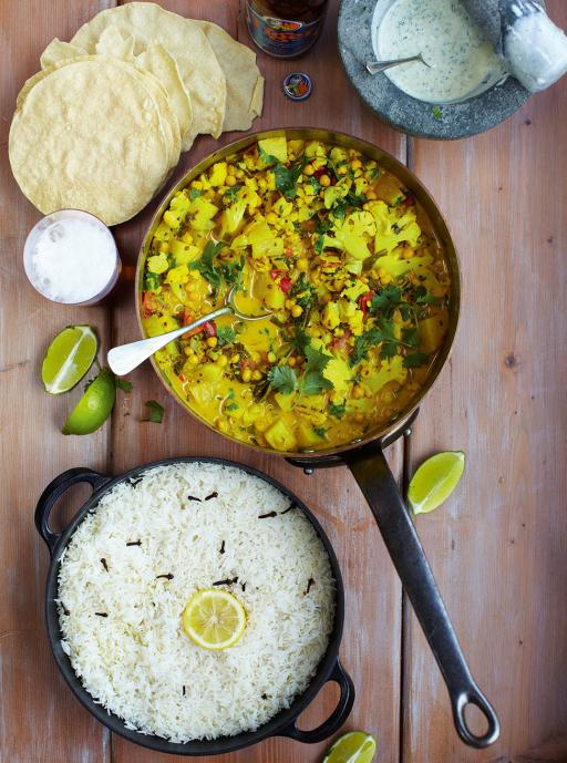 Vegetable Curry with Poppadoms and Rice