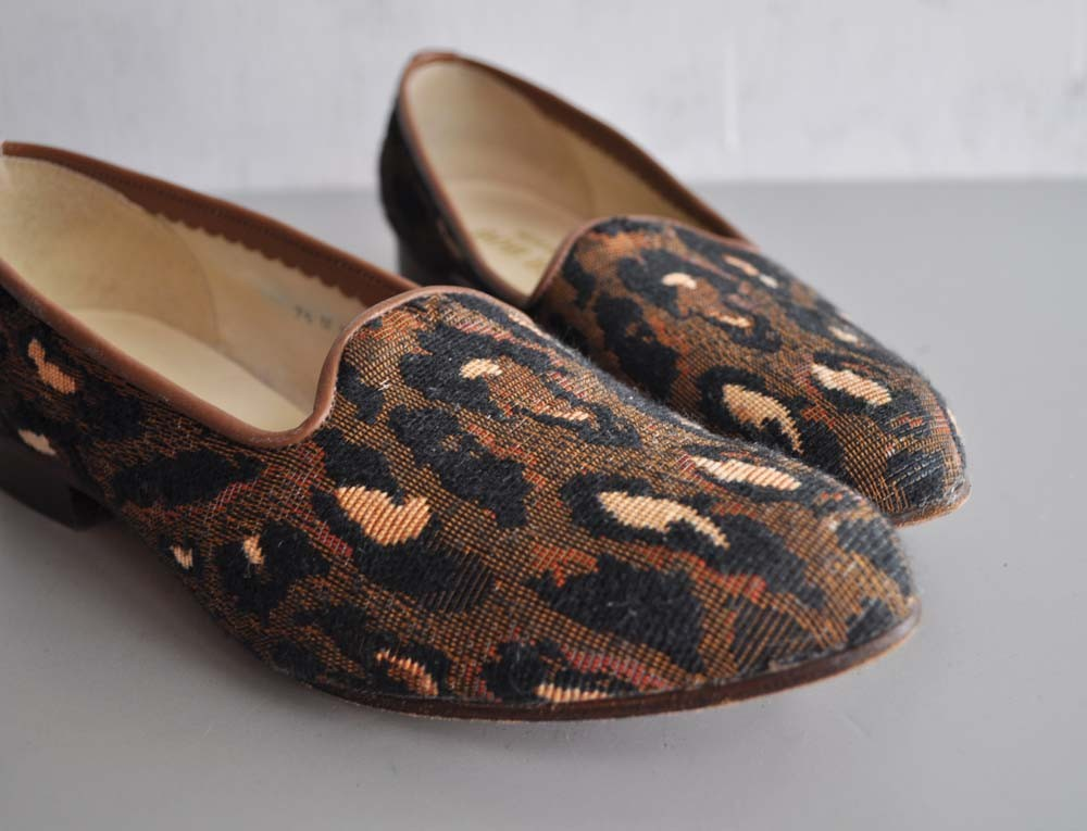 vintage leopard loafers from  Marie's Vintage . I wish these were in my size.