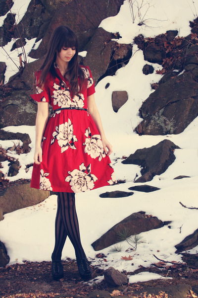 cherichictopia :      kickstart the new year with a ruby red dress!  -  via  chictopia        oh heeeeeeeeeey. Thanks Chictopia!