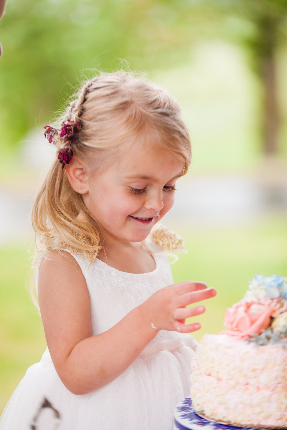 Flowergirl and wedding cake
