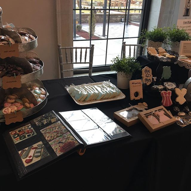 onehautecookieMEETiNG SOME OF OUR FAVORiTE VENDORS TODAY AND SOME LOVELY BRiDES! BELLES & BEAUX WEDDiNG SHOW #onehautecookie ##customdesignsugarcookies#weddingcookies #bridalshowercookies#boisesugarcookies#gardencitysugarcookies#gardencityrevival