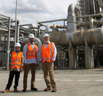 During the visit, Peter was taken on a tour of the PT Kaltim Nitrate factory.