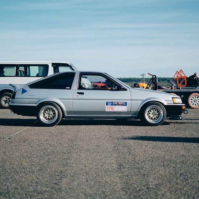 Driving Pleasure . . . #garagejournal #classiccar #carsofinstagram #racing  #carphotography #motorsport #drivetastefully #petrolicious #vintagecar #drivevintage #classiccarspotting #getoutanddrive #vintageracing #classiccars #automotivephotography #toyota #ae86 #gt86  Photo: @stirling.effort Owner: @ag.101