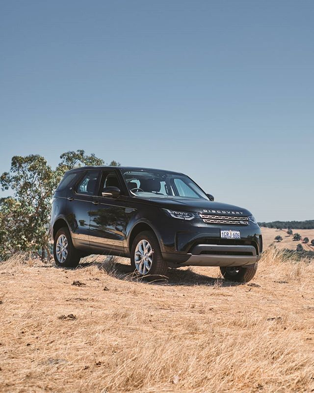We had the chance to give Land Rover's new #Discovery5. Check out the full gallery and review online. Link in the bio. . . . . #garagejournal #classiccar #carsofinstagram #cars #carphotography #luxurycar #drivetastefully #landrover #discovery #defender #rangerover #Discovery5 #disco5 #d5 #overland #overlander #fujifilm #fuji #fujinon #xh1 #xf23mm #xf23mmf14 #23mmf14  Car: @barbagallolandrover Photo: @stirling.effort