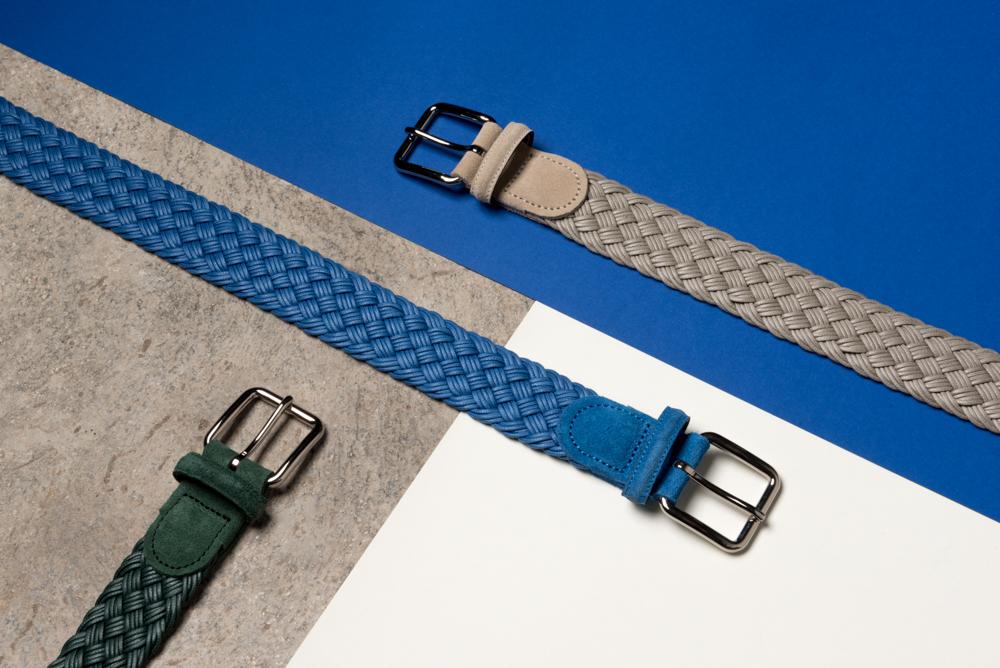 Découvrez la collection - Deux coloris essentiels vous sont proposés ici - un gris-beige et un bleu capri - ainsi qu'un magnifique vert sapin, en édition limitée. De quoi agrémenter avec le plus grand style vos tenues estivales - jeans, chinos ou bermudas.La collection