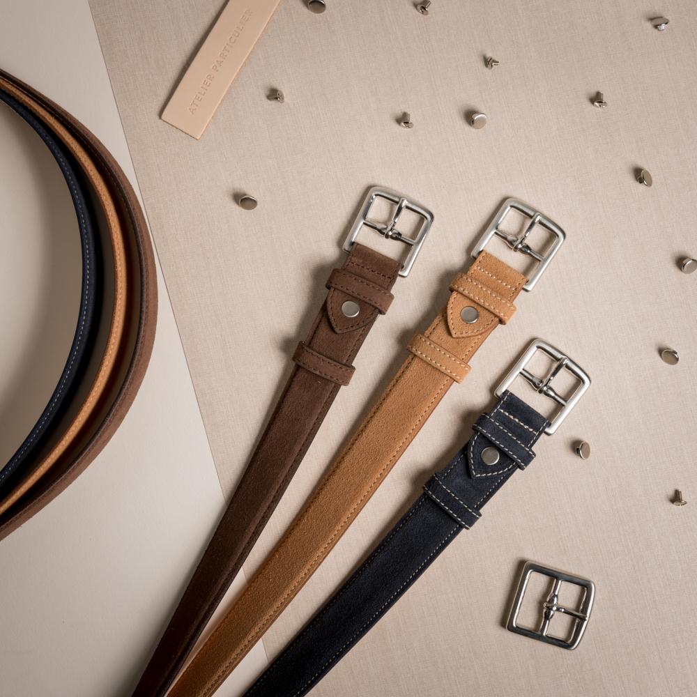 Les plus belles matières - Une pièce d'exception, c'est avant tout le choix des plus belles matières. Nous avons ici sélectionnéun magnifique veau velours, et une doublure en nubuck à tannage végétal, increvable.Les ceintures