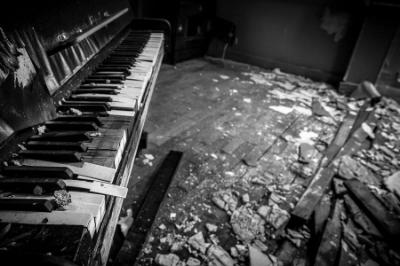 Broken Piano.png