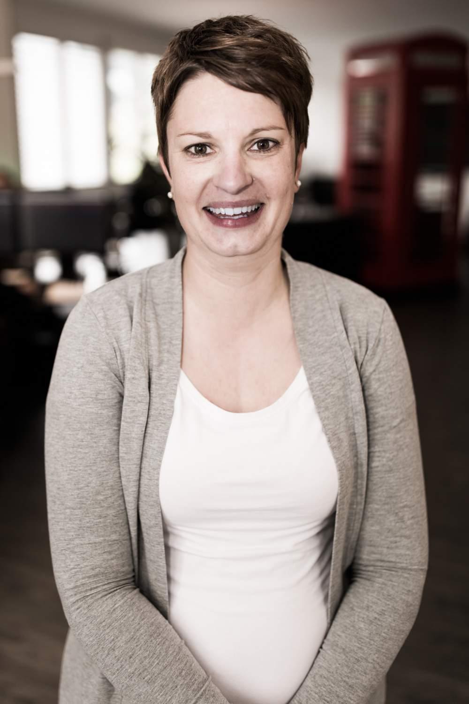 Claudia Erni-Müller Kaufmännische Angestellte, Kaufmännische Berufsschule Luzern.