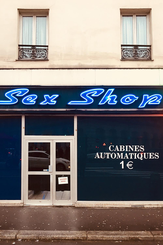 Mascot_Paris_16.jpg