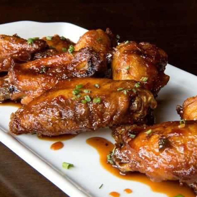 Is it lunch time already? Who is craving some delicious #wings from @25degreeschi Chicago? Weekend is almost here, you deserve these wings!! =) #chicago #food