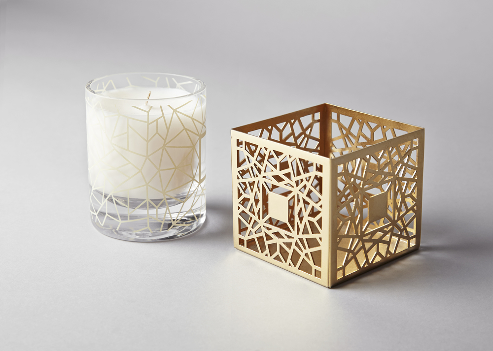 CANDLE WITH METALLIC GOLD COATED CAGE