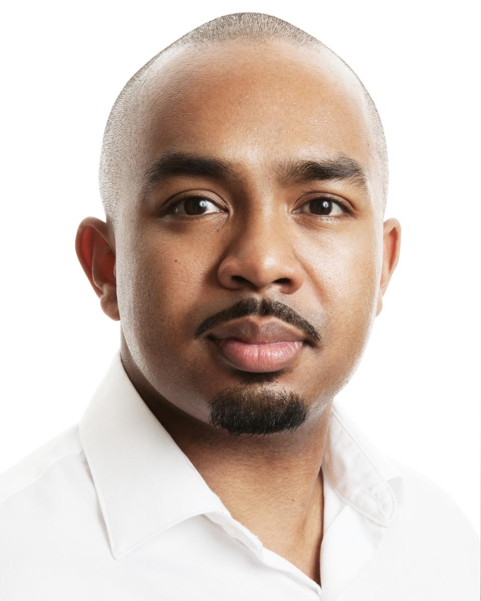 Martin Bakari Tenor
