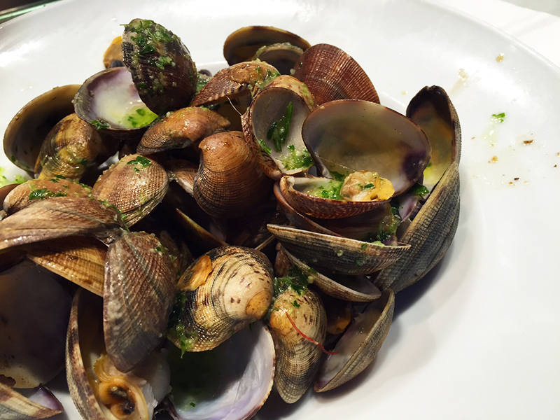 Succulent clams at Universal-Boqueria, Barcelona