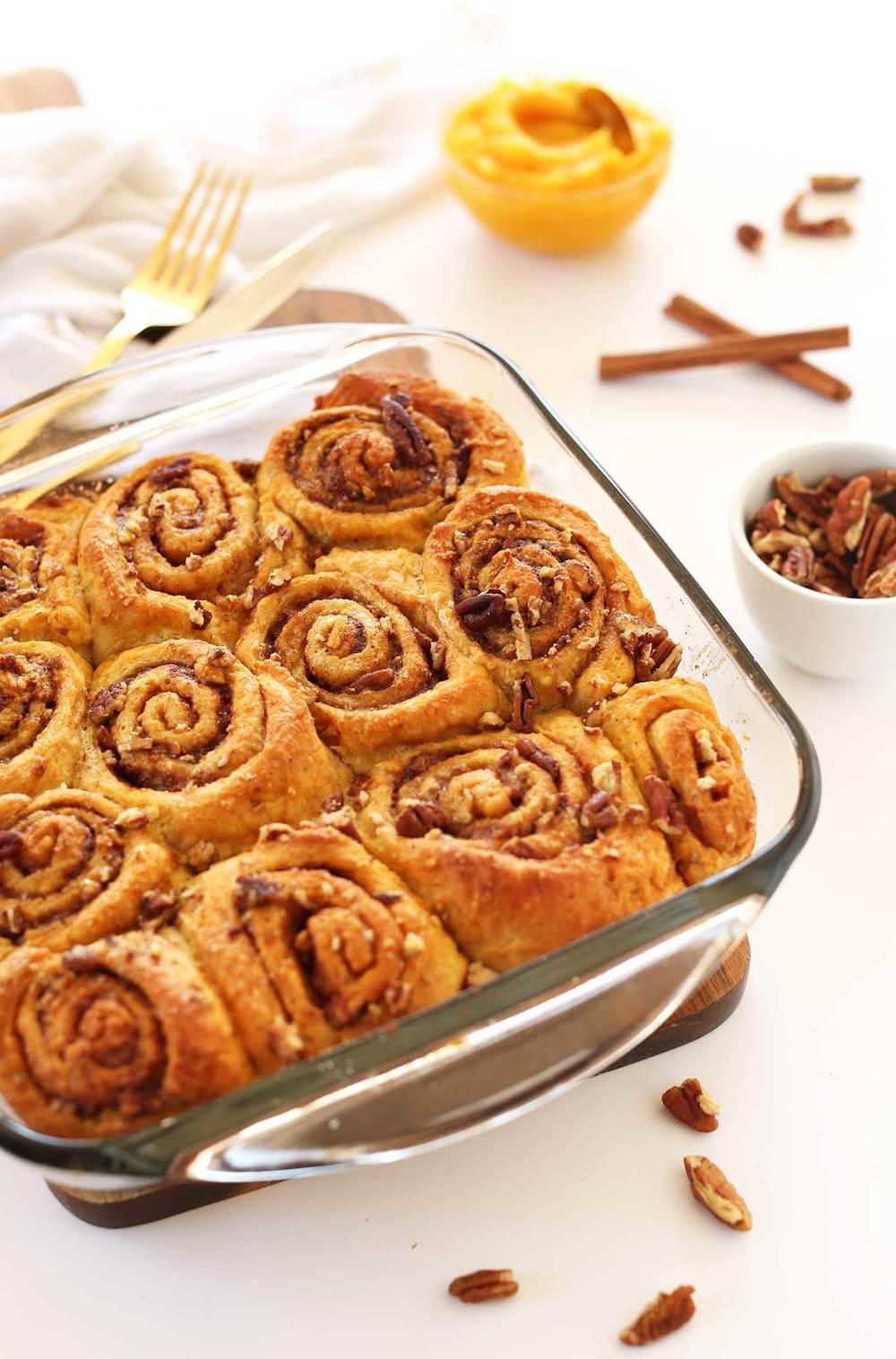 AMAZING-1-bowl-Vegan-Pumpkin-Cinnamon-Rolls-Simple-perfectly-spiced-so-delicious.jpg