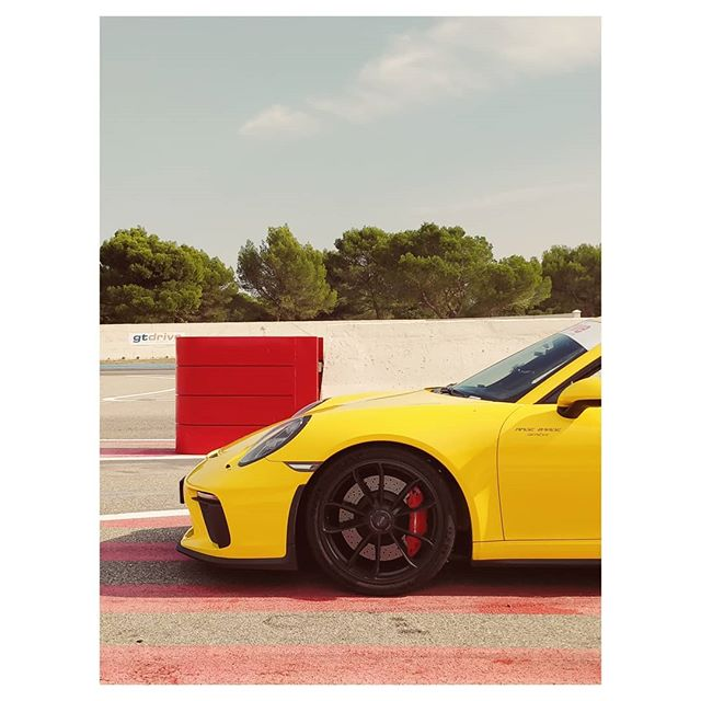 Yellow 🤟 . . . . . #paulricard #circuittraining #circuit #cars #carlifestyle #yellow #road #porsche #911 #carporn #provence #toy #carphotography #sun #warm