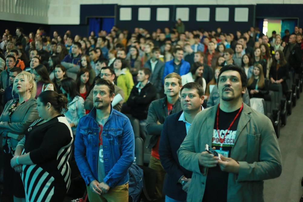 Young professionals worship and reflect at the October' forum in Moldova.