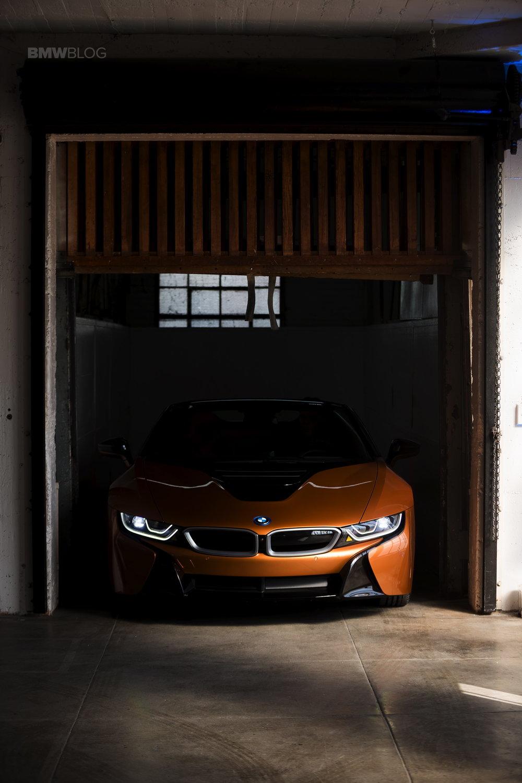 2018-BMW-i8-Roadster-04freight-v.jpg