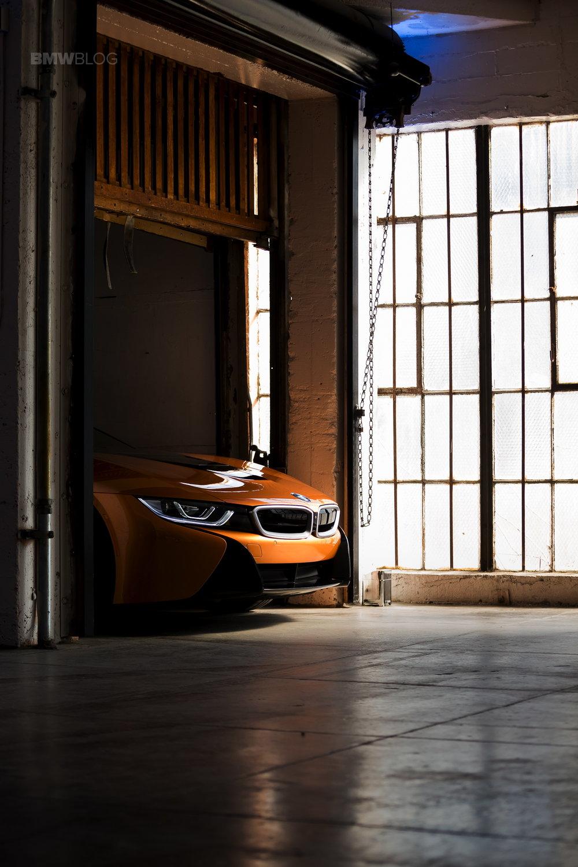 2018-BMW-i8-Roadster-03-freight-v.jpg