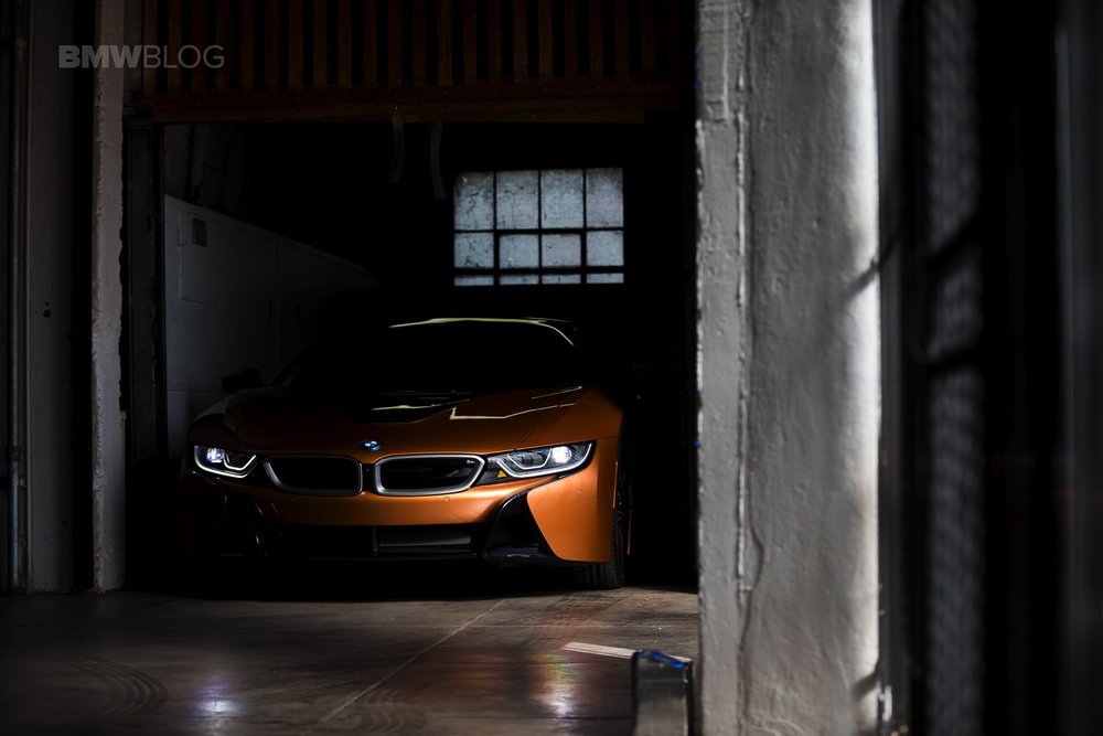2018-BMW-i8-Roadster-05freight.jpg