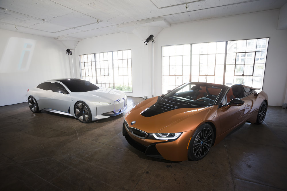 P90287616_highRes_the-new-bmw-i8-roads.jpg
