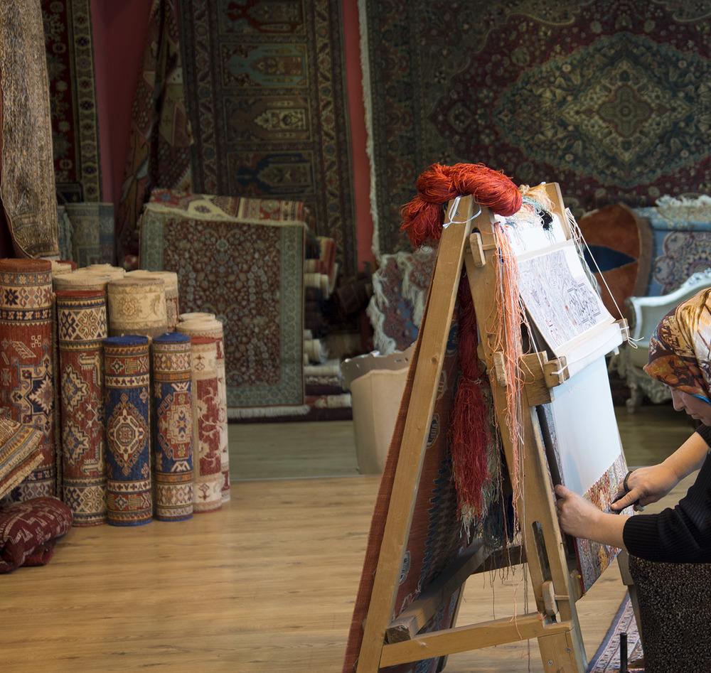 Rug weaver, Istanbul