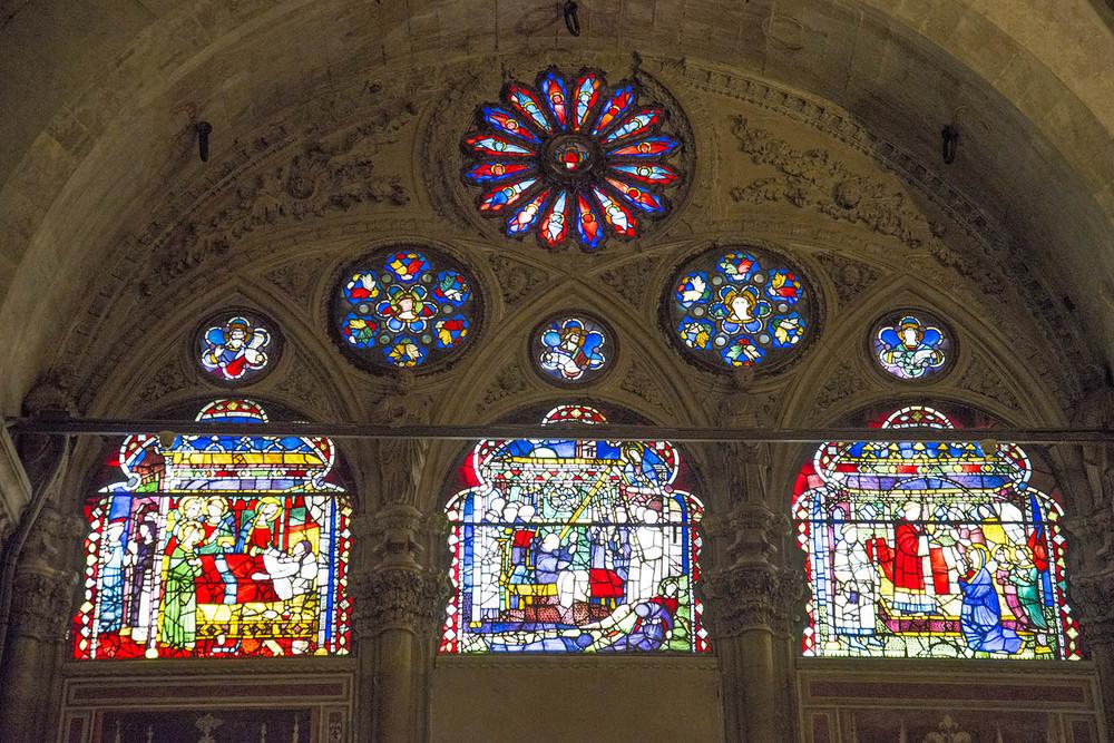 Stained glass detail in Orsanmichele , Francesco Talenti, Neri di Fioravante, and Benci di Cione, 1337, Firenze, Tuscany