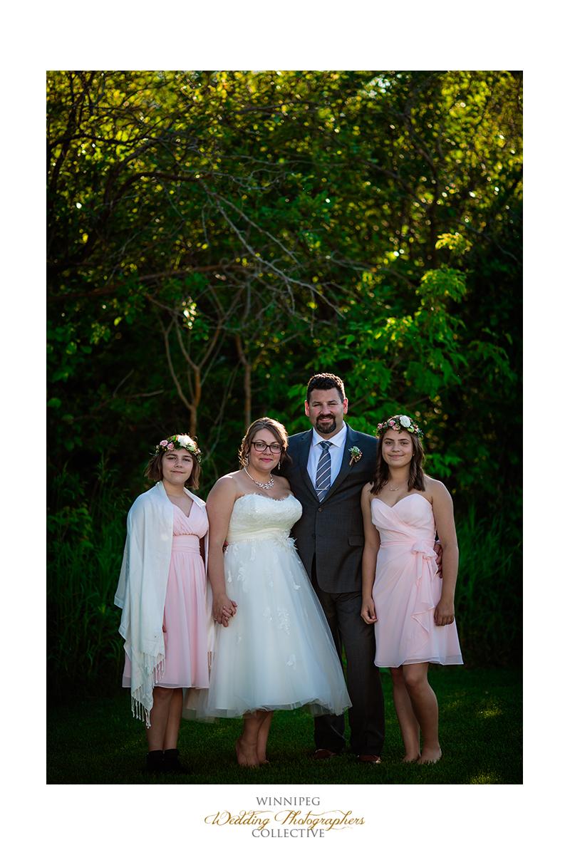 24 Family Photo OUtdoor Country Wedding.jpg