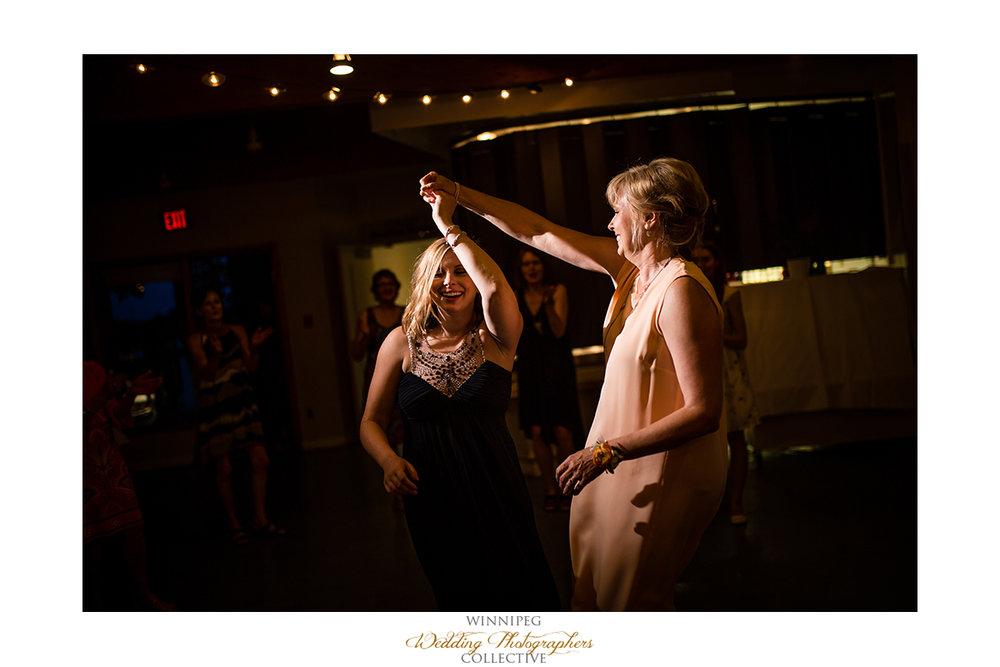 029_Fort Whyte Outdoor Summer Wedding Winnipeg Manitoba.jpg