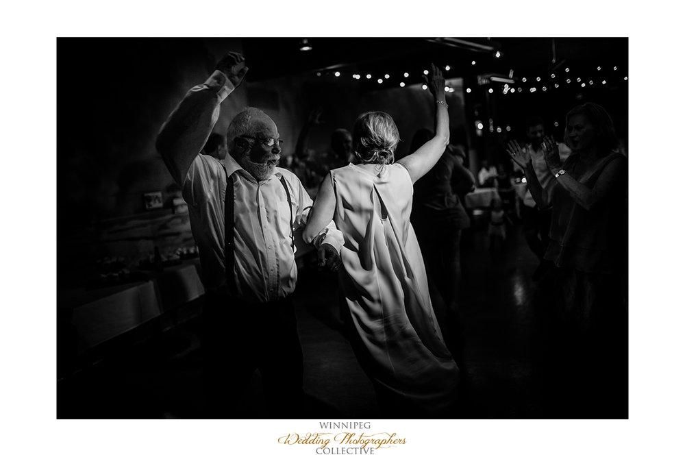 033_Fort Whyte Outdoor Summer Wedding Winnipeg Manitoba.jpg