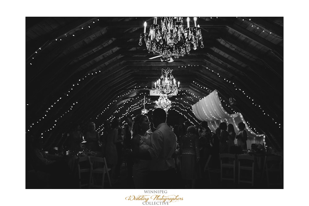 The rustic wedding barn Steinbach photographer