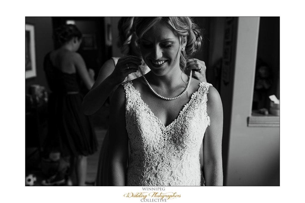 Amanda&Matt_Wedding_Bridges_Reanne_03.jpg