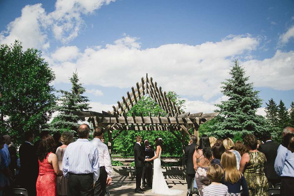 0005-winnipeg-wedding-photographer-outdoorceremony.jpg