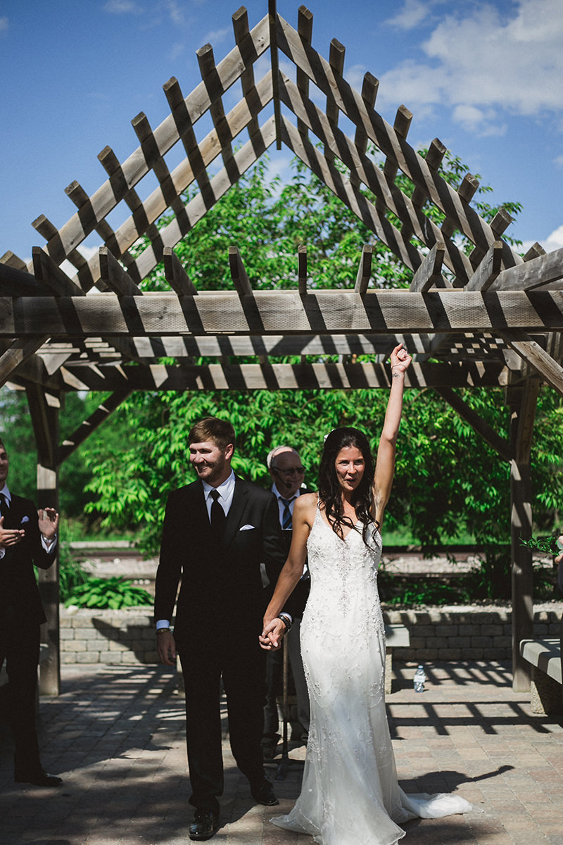 0007-winnipeg-wedding-photographer-outdoorceremony.jpg