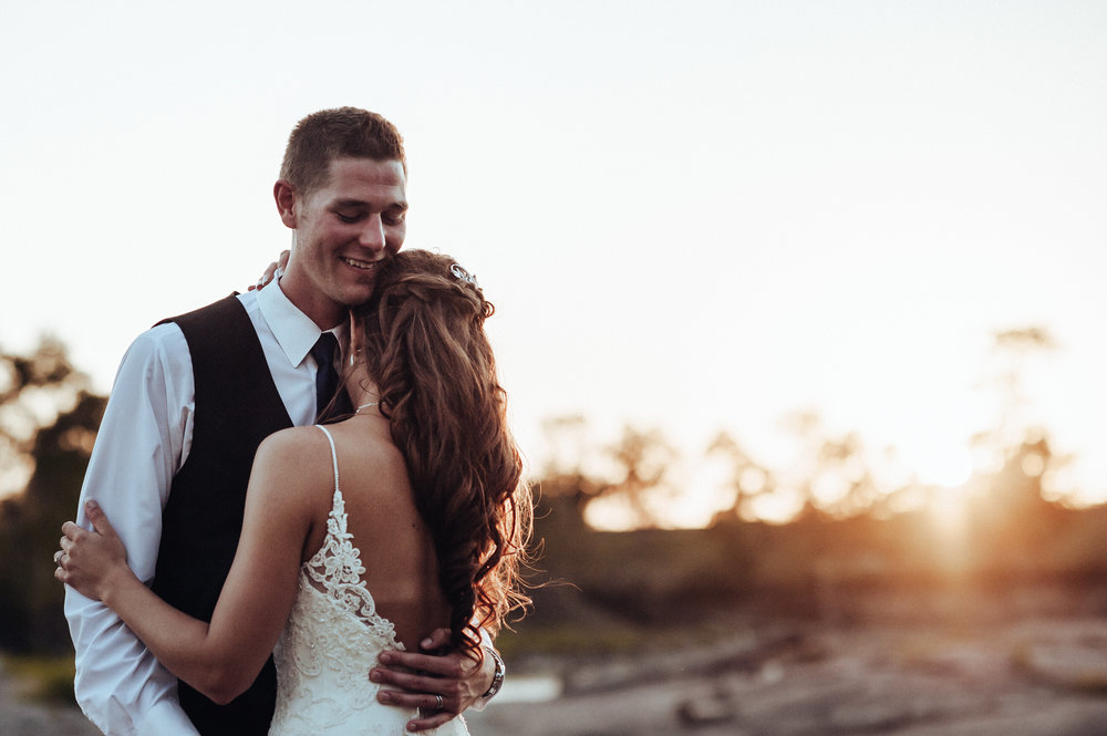 0022-cooks-falls-manitoba-wedding-kelsey-albert.jpg