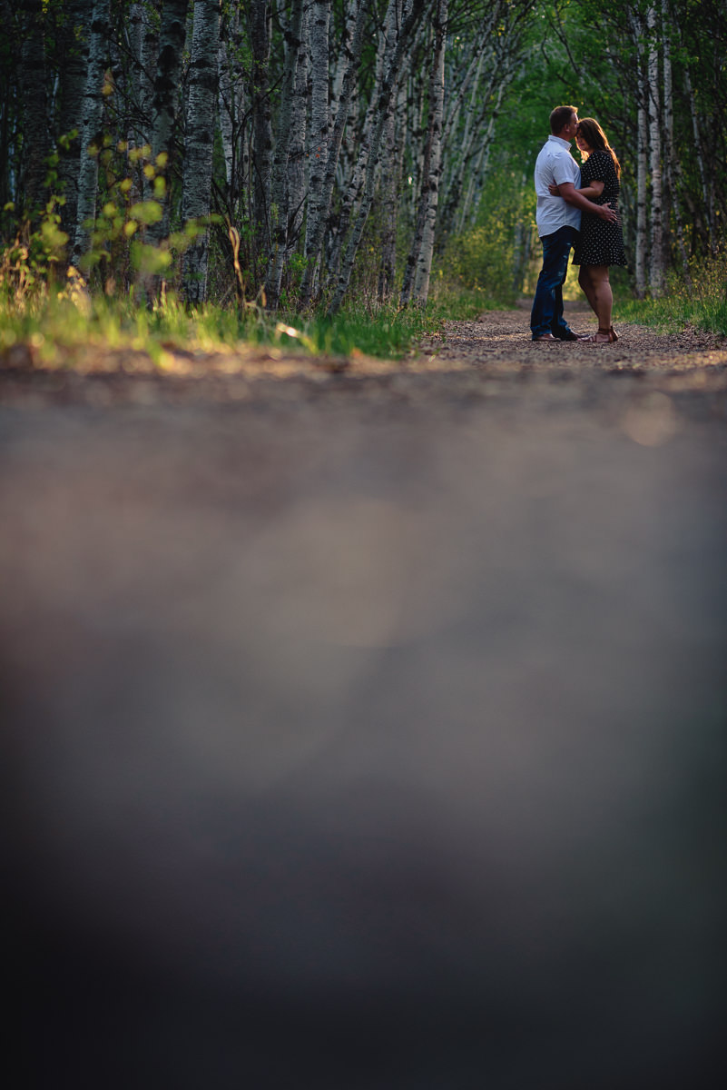 0003-winnipeg-engagement -photos-assiniboine-forest.jpg