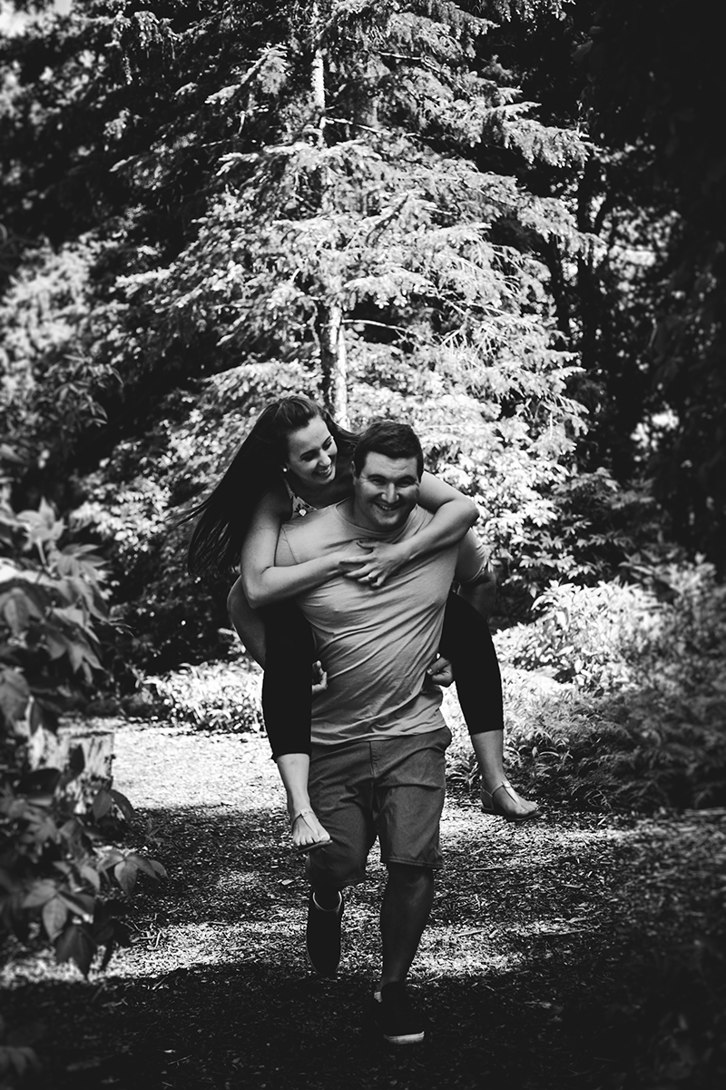 0007-assiniboine-park-casual-engagement-photos.jpg