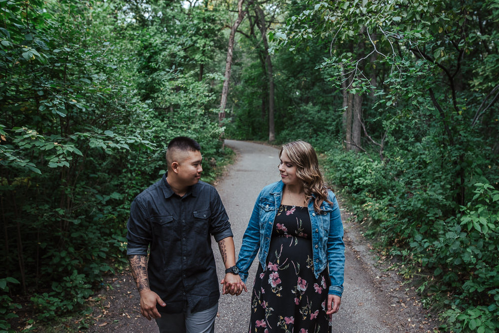 Cindy+Tony_Engaged_AssinboinePark(C)-05.jpg