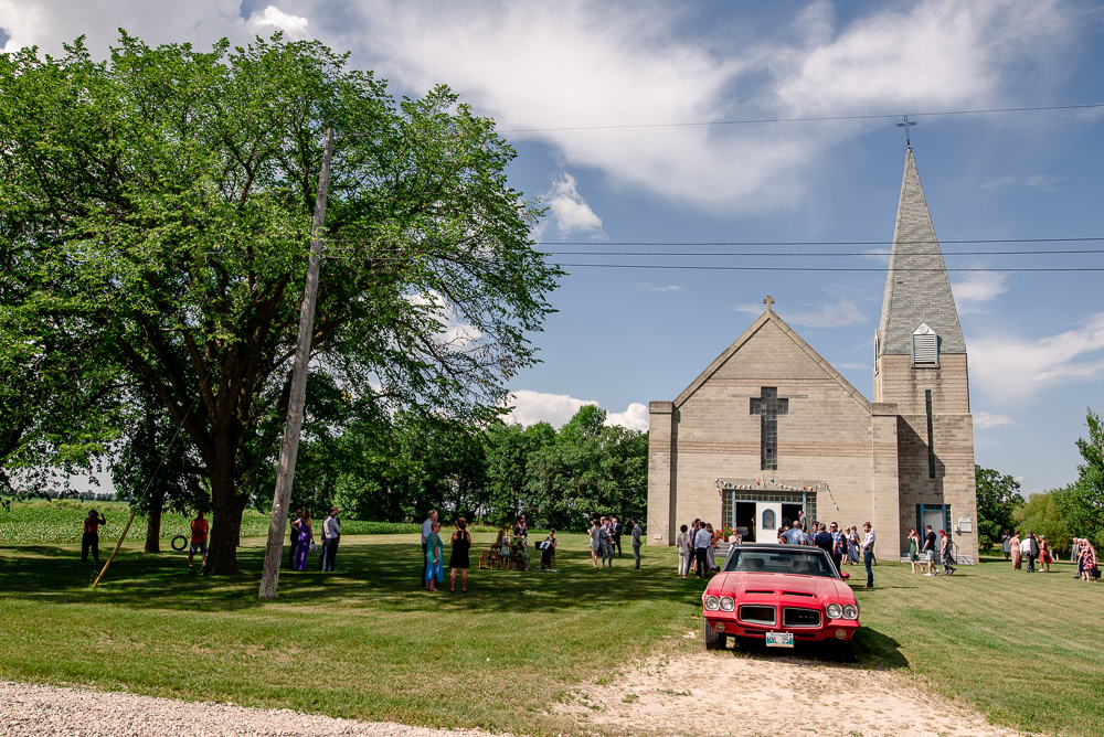 Family farm wedding in Morris Manitoba