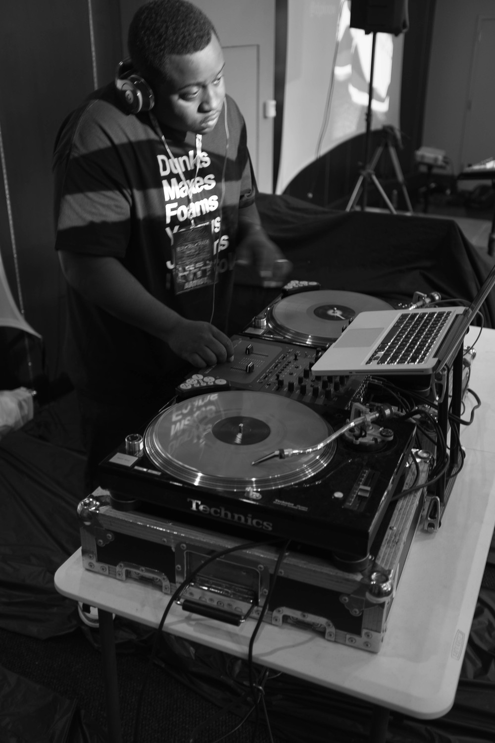 DJ Knect rockin on the turntables. He was playing heat all day!