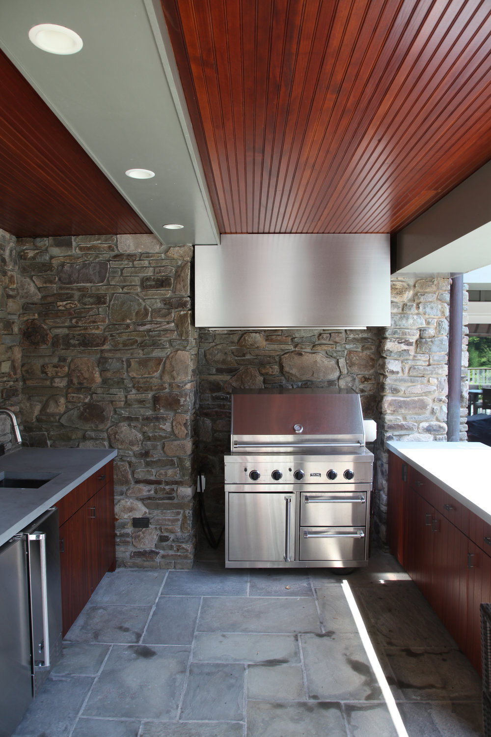 outdoor luxury kitchen custom builders